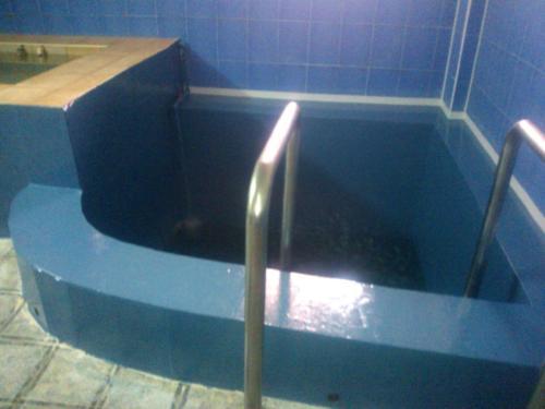 1. Бесшовная гидроизоляция бассейна полимочевиной.