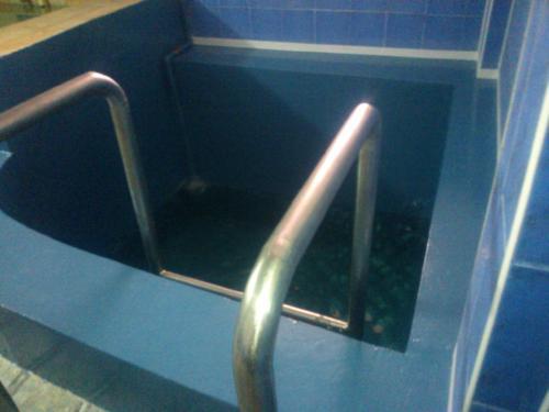 2. Бесшовная гидроизоляция бассейна полимочевиной.